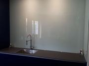 Keukenachterwand volledig van glas.