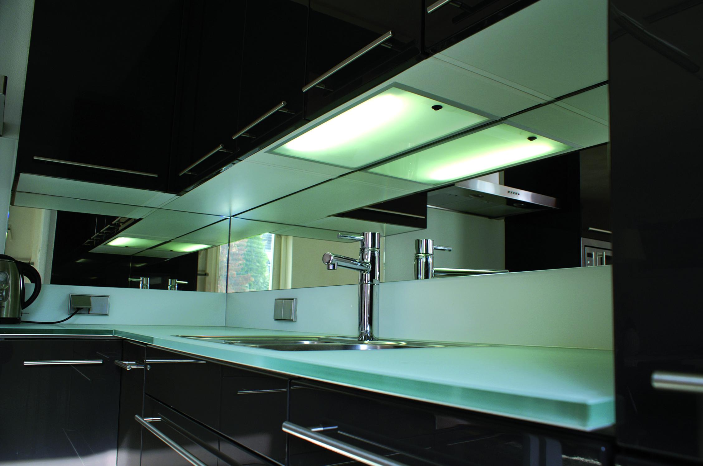 Glazen keukenbladen op maat gemaakt jongbloed zn - Keuken glas werkplaats ...
