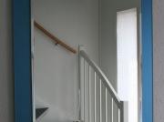Gematteerde blauwe spiegel met blanke facetspiegel.