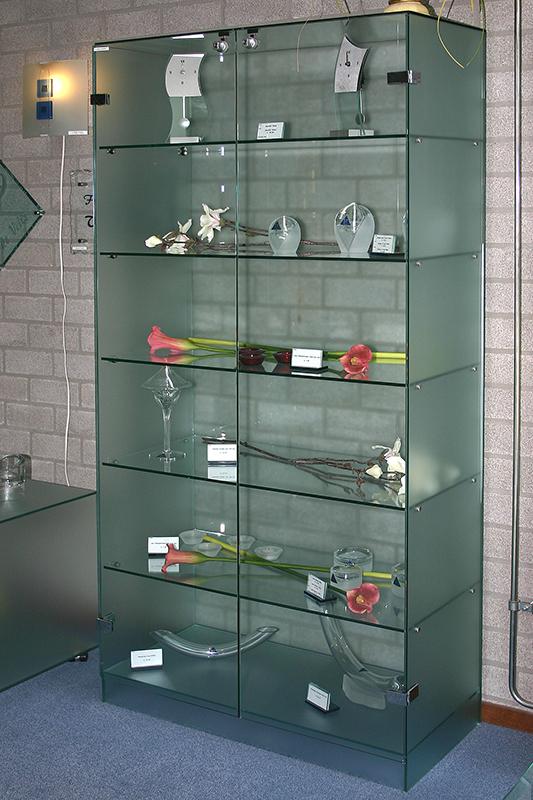 glazen vitrines en vitrinekasten jongbloed zn tilburg. Black Bedroom Furniture Sets. Home Design Ideas